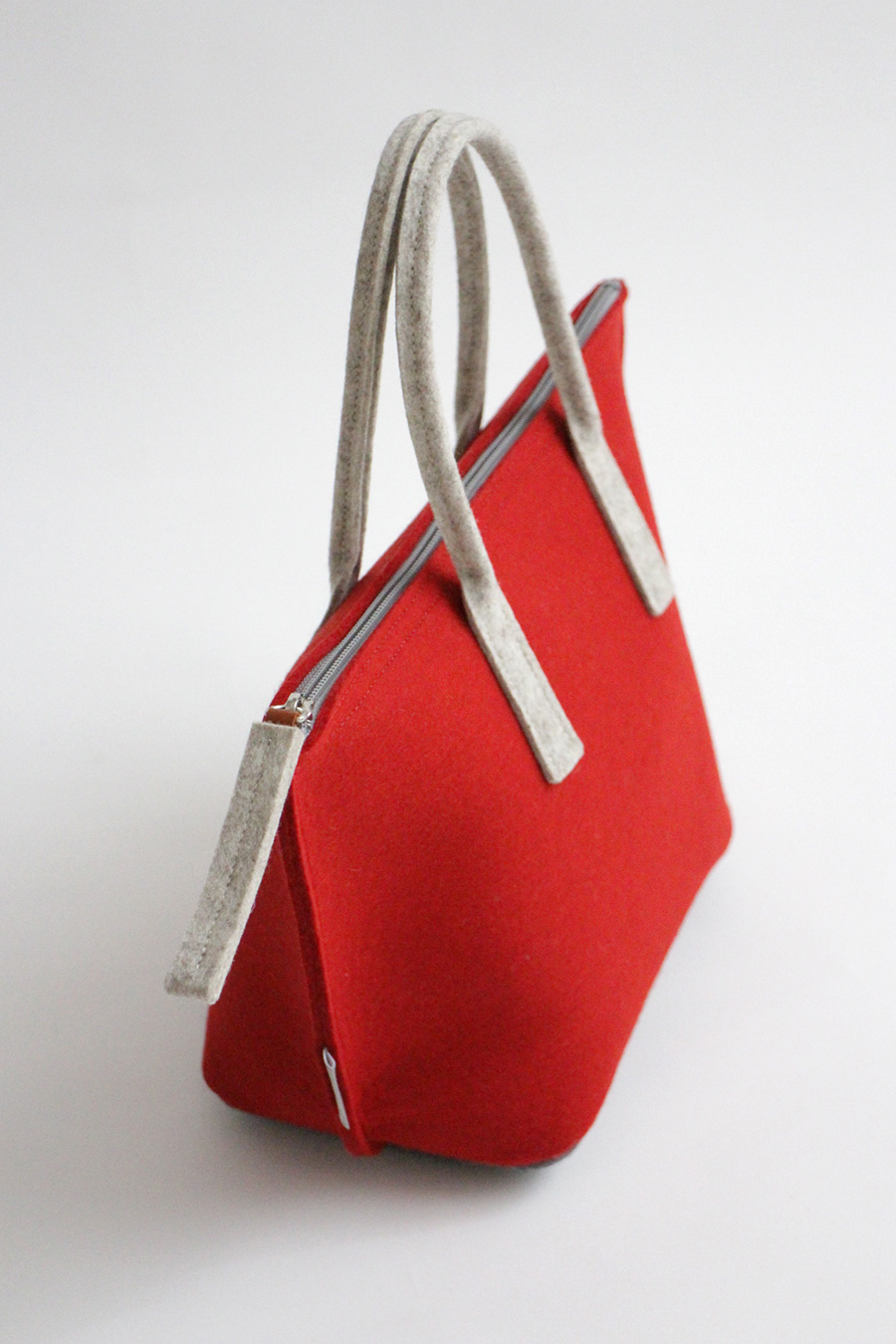 LUNCH BAG WITH WATER-RESISTANT INNER BAG, red